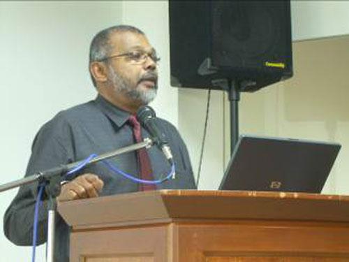 Assoc Prof Dr Malachi Edwin Vethamani.