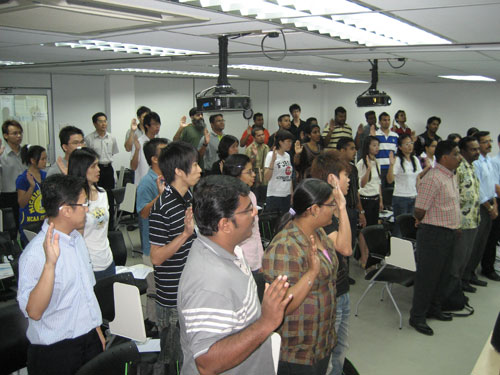 Students take their oath in Ipoh.
