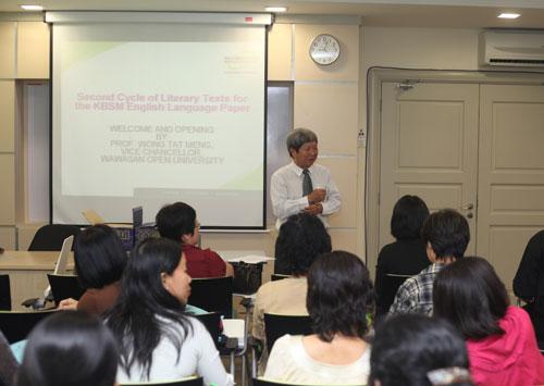 WOU Vice Chancellor Prof Wong Tat Meng welcomes the participants.