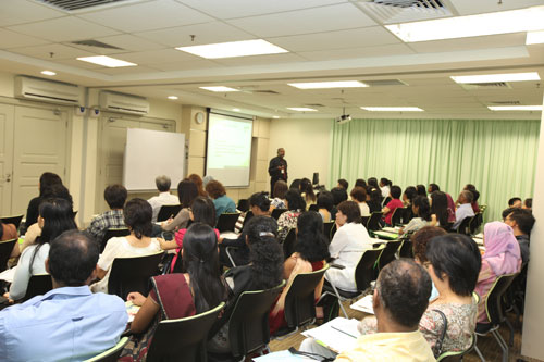 Participants learn how to teach literature.
