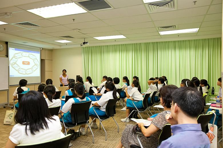 WOU lecturer Deehbanjli Lakshmayya conducts the workshop.
