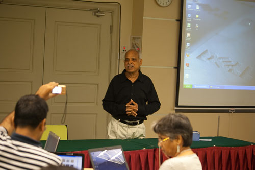 Krishna Moorthy conducts the workshop.