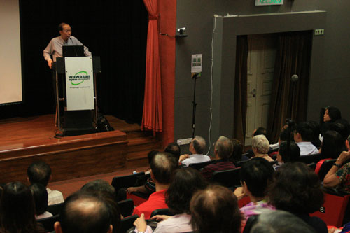 In introducing the speaker, Dr Koh joked that he likes to make his friends work since he himself is a workaholic.