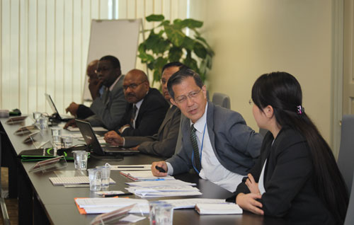 SBA dean Prof Chee (2nd from right) with Dr Teoh Ai Ping (right).