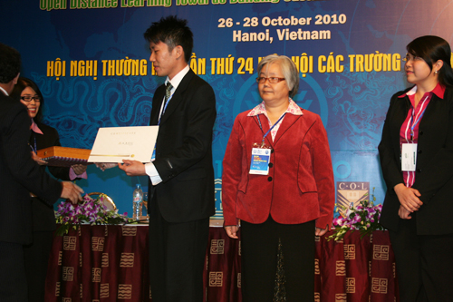 Vincent receives his certificate as Dr Teoh (far right) looks on.