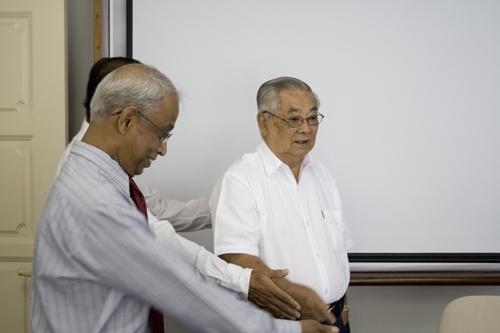 Visiting the main campus. At left is founding Vice Chancellor Tan Sri Emeritus Prof Gajaraj Dhanarajan.