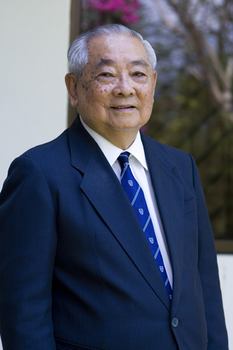 A close-up look of Tun Lim In suit.