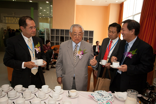 Tun Lim chats with Dato' Seri Stephen Yeap (left) and guests.