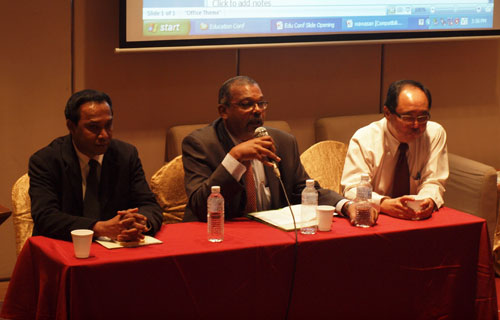 Panel members Dr Ganakumaran (left) and Prof Siow (right) with Prof Edwin.