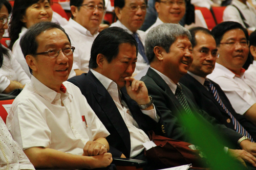 Seated from left: Dr Koh Tsu Koon, Lim Chien Cheng (late Tun Lim's son), Prof Wong, Wawasan Education Foundation Chairman Dato' Seri Stephen Yeap, and Gerakan Secretary-General Teng Chang Yeow.