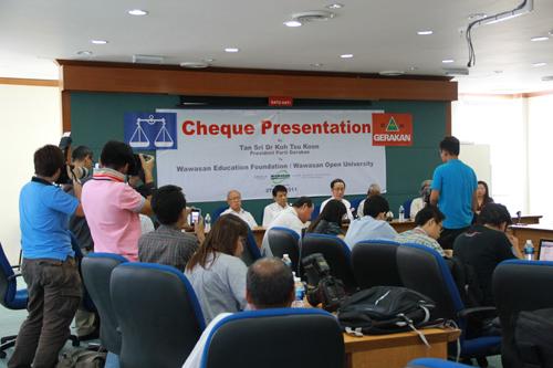 Dr Koh chairs the press conference held at Penang Gerakan headquarters.