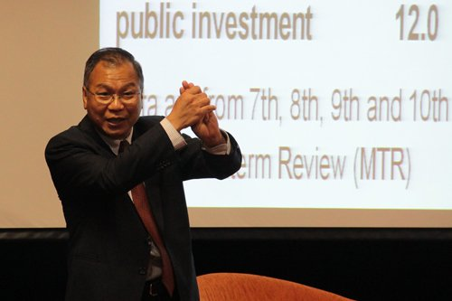 Prof Woo speaks about the economic outlook for the country.