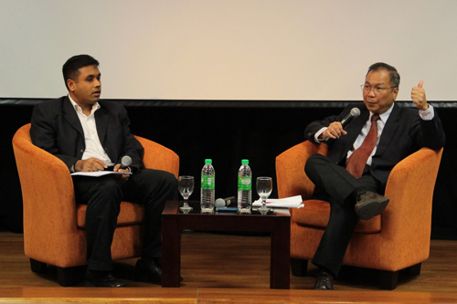 Hamdan Majeed (left) of Khazanah Nasional Bhd chairs the Q&A.