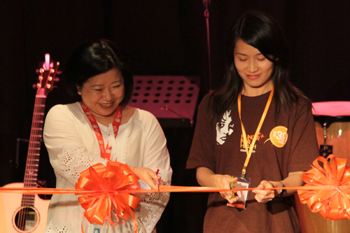 Marcom Senior Manager Lillie See (left) and Joanne cut the ribbon.