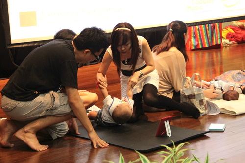 Hands-on session on interacting with their child.