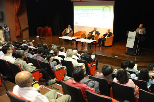 The crowd at the public lecture.