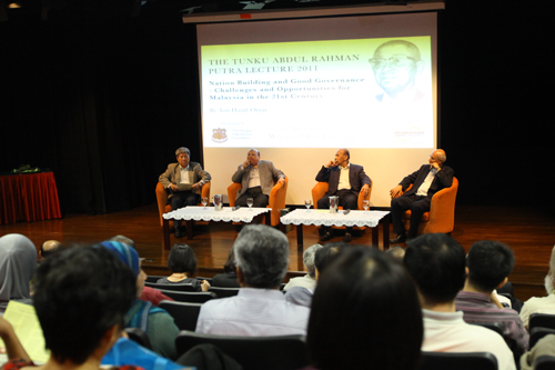 The Q&A in progress. At left is Vice Chancellor Prof Wong Tat Meng.
