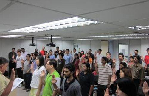 Students taking the pledge at the Ipoh Regional Office.