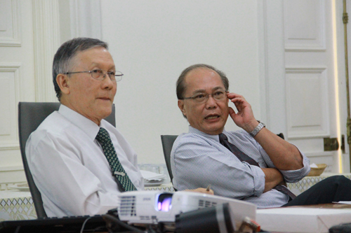 Prof Ho with DISTED College President Dr Koo Wee Kor (right).