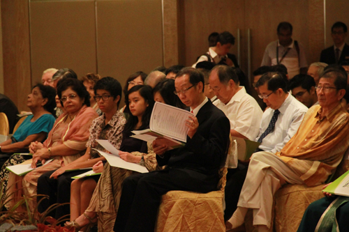 Tan Sri Dr Koh Tsu Koon (seated front, right) with Dato' Sri Nazir's wife and two kids.