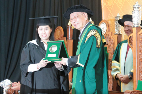 Poh Boon Fong - Recipient of the Tun Dr Lim Chong Eu Memorial Prize.