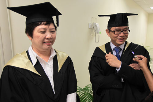 Dr Mah and his wife.