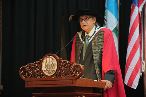 Honorary Graduate Dato' Seri Chet Singh delivers his Acceptance speech.