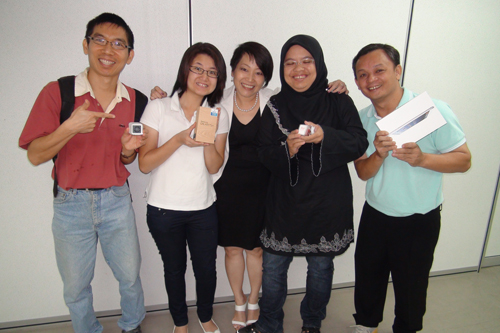 IPRC Director Ching Huey Ling (centre) with the MyEnrolment winners.