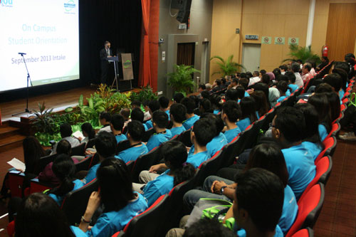Listening to the Vice Chancellor.