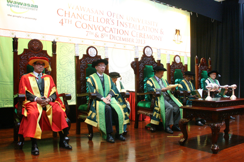 Tun Dzaiddin delivers his convocation address.