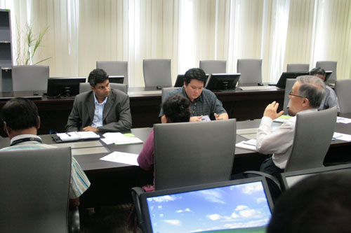 Prof Ho (right) and Muhamed Ali (facing, left) in discussion.