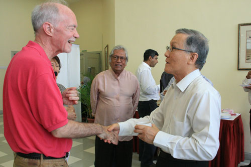 WOU Vice Chancelllor Prof Dato' Dr Ho Sinn Chye (right) greets Dr Malone.