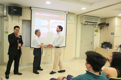 Prof Ho (centre) presents a token of appreciation to Yp.