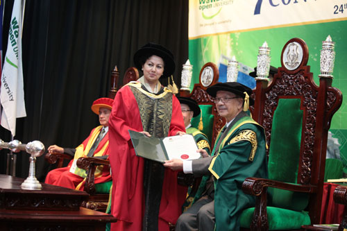 Prof Asha Kanwar receives her Honorary Degree from the Chancellor.