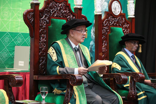 Chancellor Tun Mohamed Dzaiddin Abdullah delivers his convocation address.