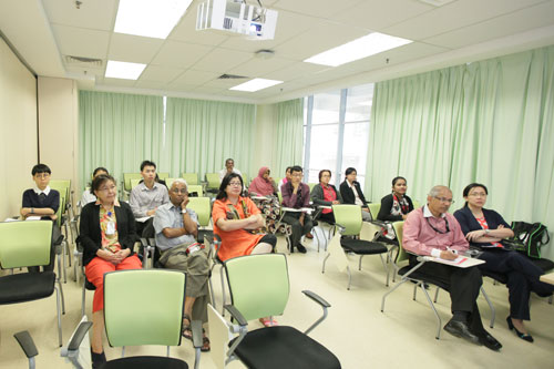 Prof Gajaraj Dhanarajan and Grace Lau (2nd and 3rd from left) at the talk.