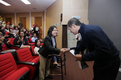 Marnisya Abdul Rahim (ETP) congratulated by Dato' Seri Stephen Yeap.