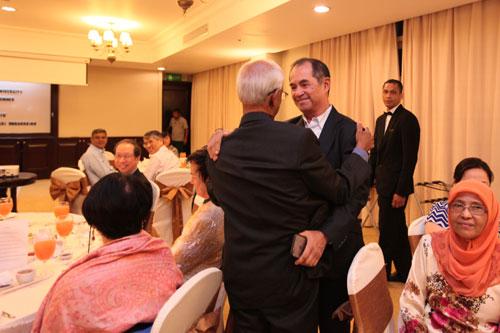 Dato' Seri Stephen hugs Tan Sri Raj after delivering his speech.