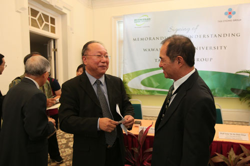 Dato' Stephen Yeap (right) chats with Dr Lim after the ceremony.