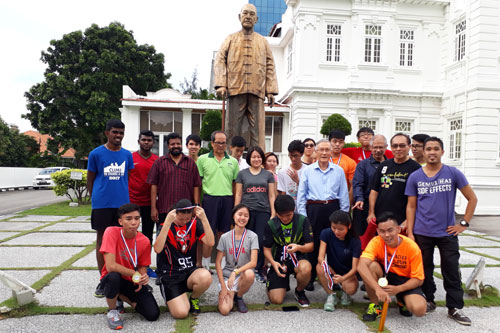 Prof Ho and the runners pose in front of the Yeap Chor Ee statue at the main campus in Penang