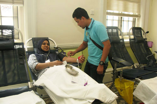 Shaffiah puts aside her fears to donateblood.