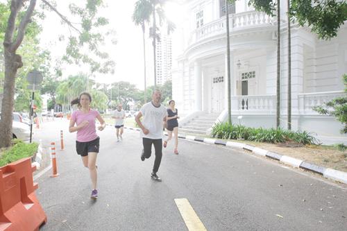 Faiz's (foreground, right) speedy run help his team win third prize..