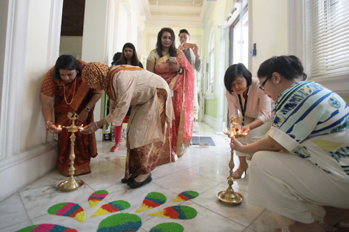 Lighting of the oil lamps by (from right) Grace Lau, Chua, Dr Intan and Lalitha.