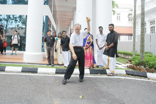 The Vice Chancellor, Prof Dato' Dr Ho Sinn Chye, poised to break the coconut.