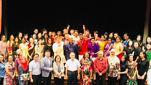 The performers pose with Prof Ho (centre) and a few staff of WOU.