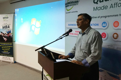 Dr Nagarajan addressing freshmen at Kuala Lumpur Regional Centre.