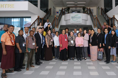 The delegation pose with a few senior management staff of the University.