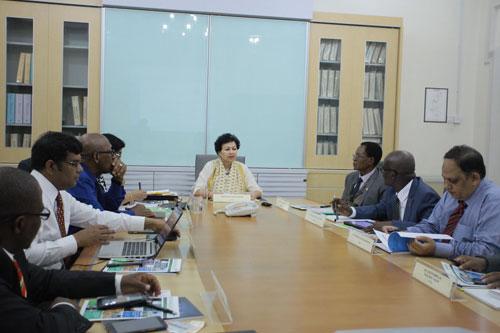 Prof Kanwar chairs the Academic Board meeting.