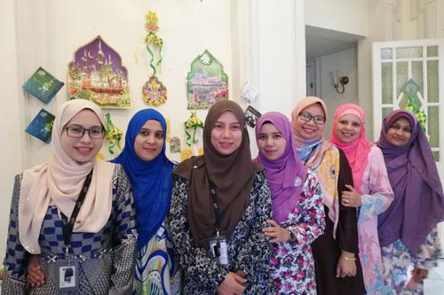 Ladies in a row...in attractive baju kurung.
