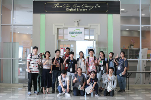 The Thai delegation pose with Library staff at the entrance to the University's Tun Dr Lim Chong Eu Digital Library.